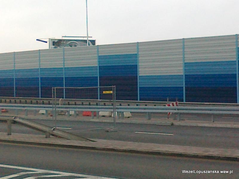 2011.12.29 - Węzeł Łopuszańska - bramki blokujące zjazd z wiaduktu w ul. Łopuszańską