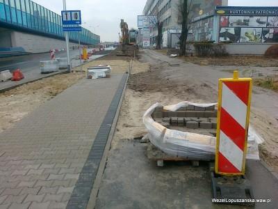 2012.01.02 - Węzeł Łopuszańska - chodnik na alejach Jerozolimskich w stronę Pruszkowa