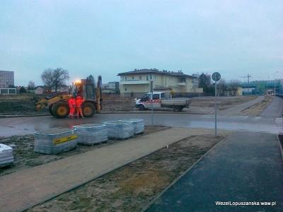 2012.01.09 - Węzeł Łopuszańska - świeżo przywieziona kostka brukowa w przy zjeździe z Łopuszańskiej w Pryzmaty