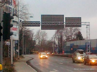 2012.01.11 - Węzeł Łopuszańska - widok z ronda w stronę ulicy Kleszczowej, bramownica i znaki zamontowane