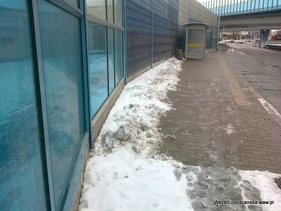 2012.01.20 - Węzeł Łopuszańska - odśnieżony przystanek na Łopuszańskie w kierunku Marynarskiej