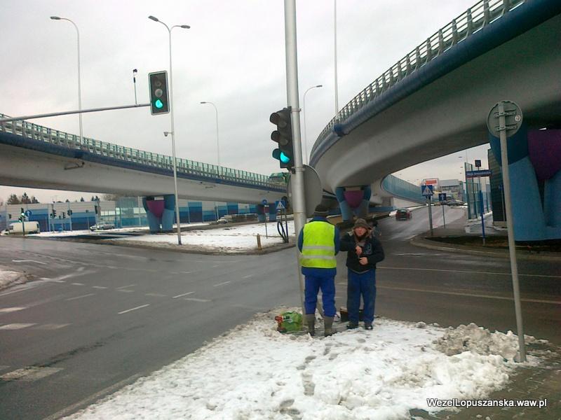 2012.01.20 - Węzeł Łopuszańska - prace przy sygnalizacji świetlnej