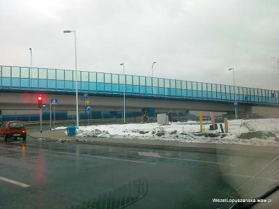 2012.01.23 - Węzeł Łopuszańska Warszawa - dojazd do ronda od strony ulicy Kleszczowej - układanie światłowodu