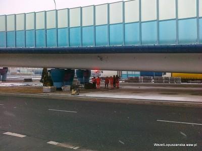 2012.01.24 - Węzeł Łopuszańska Warszawa - układanie kostki brukowej pod wiaduktami na Łopuszańskiej