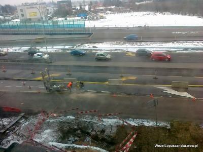 2012.01.25 - Węzeł Łopuszańska Warszawa - widok z góry na aleje Jerozolimskie - wycinają dziurę w asfalcie