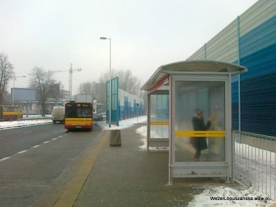 2012.01.25 - Węzeł Łopuszańska Warszawa - przystanek autobusowy w stronę ulicy Kleszczowej