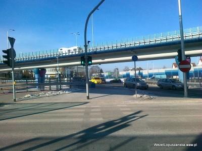 2012.01.30 - Węzeł Łopuszańska Warszawa - działająca sygnalizacja świetlna dla pieszych i rowerzystów