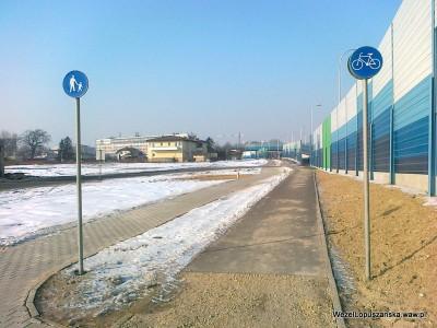 2012.02.06 - Węzeł Łopuszańska Warszawa - ścieżka rowerowa i chodnik równolegle do Łopuszańskiej