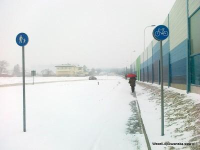 2012.02.15 - Węzeł Łopuszańska Warszawa - zasypany śniegiem chodnik w stronę węzła Łopuszańska