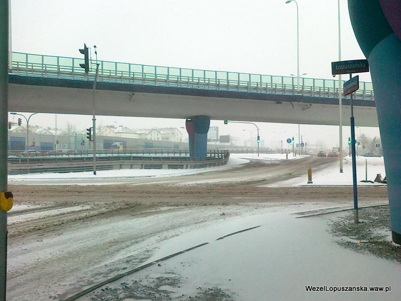 2012.02.15 - Węzeł Łopuszańska Warszawa - rondo zasypane śniegiem pod wiaduktami węzła Łopuszańska