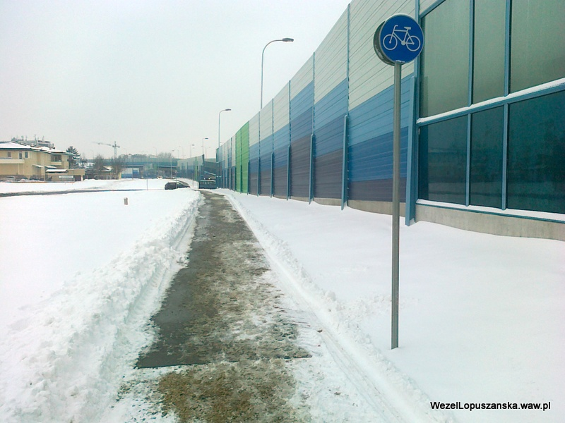 2012.02.16 - Węzeł Łopuszańska Warszawa - odśnieżona ścieżka rowerowa od znaku do ulicy Pryzmaty