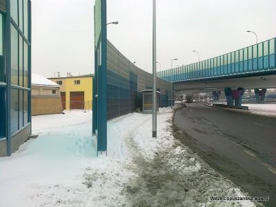 2012.02.16 - Węzeł Łopuszańska Warszawa - od ulicy Jutrzenki do ronda śnieg na chodniku