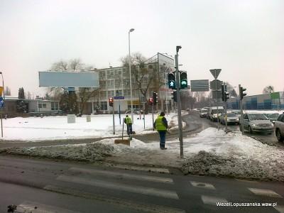 2012.02.16 - Węzeł Łopuszańska Warszawa - odśnieżanie i sypanie solą