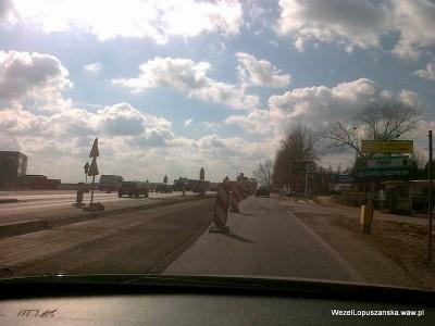 2012.03.19 - Węzeł Łopuszańska Warszawa - zerwana nawierzchnia wzdłuż wiaduktów od ronda w stronę Pruszkowa