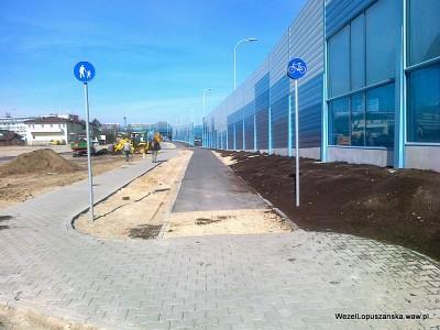2012.04.10 - Węzeł Łopuszańska Warszawa - brak łącznika z chodnikiem na końcu ścieżki rowerowej wzdłuż Łopuszańskiej