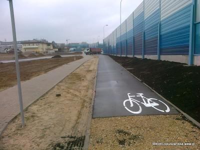 2012.04.13 - Węzeł Łopuszańska Warszawa - oznakowanie poziome na ścieżce rowerowej