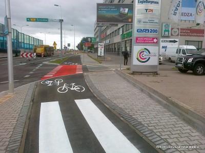 2012.06.26 - Węzeł Łopuszańska Warszawa - nowe czerwone malowanie pasów dla rowerów