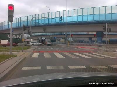 2012.06.26 - Węzeł Łopuszańska Warszawa - nowe czerwone malowanie pasów dla rowerów na rondzie