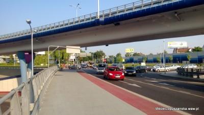 2013.07.09 - Węzeł Łopuszańska Warszawa - rowerzyści czekający na zmianę świateł na rondzie