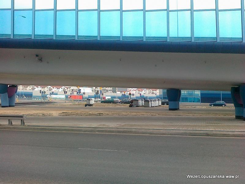 2012.04.04 - Węzeł Łopuszańska Warszawa - palety z workami z ziemią pod wiaduktem na Łopuszańskiej